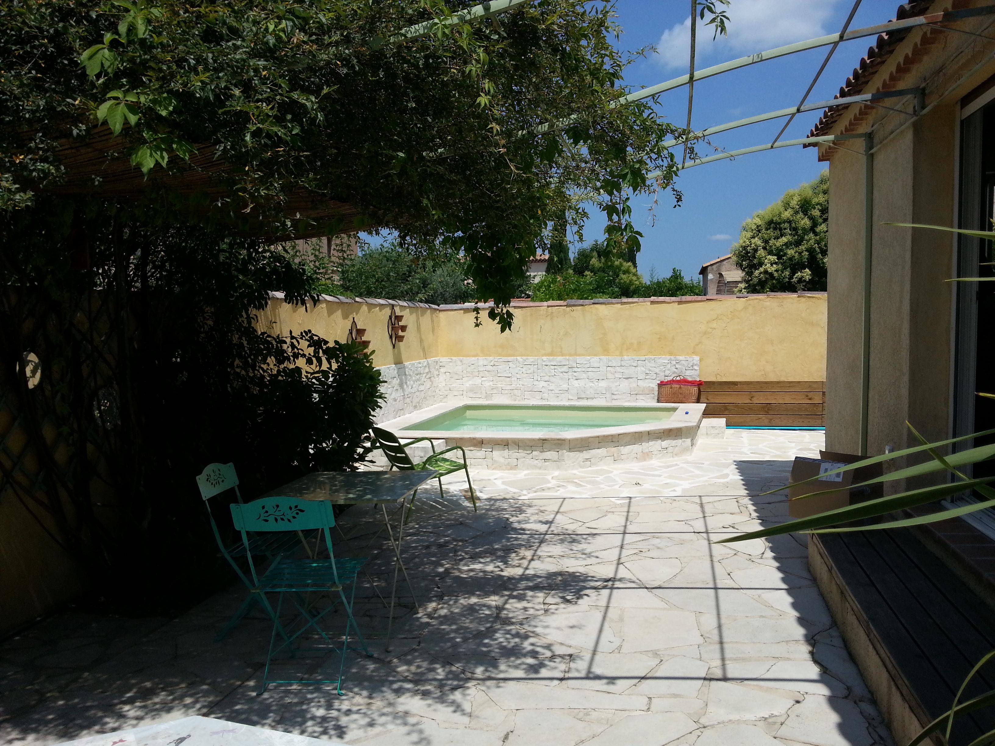 piscine extérieure villa